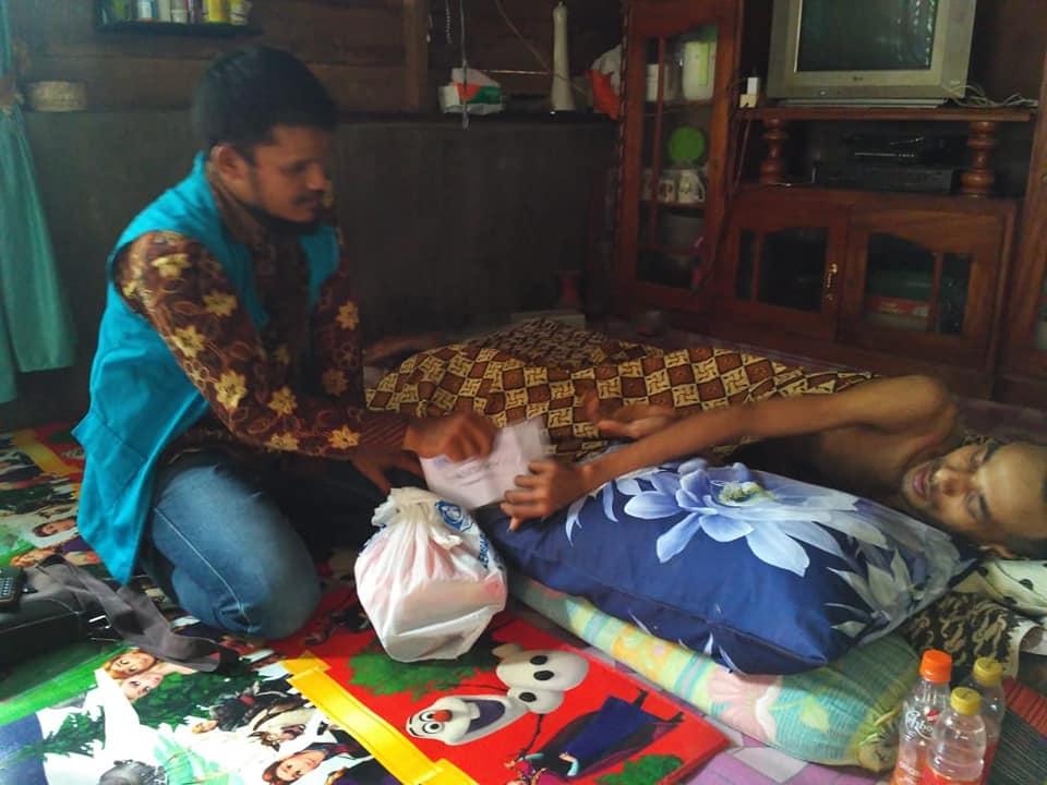 Lembaga Peduli Dhuafa Salurkan Zakat dan Sembako di hari megang kepada Dhuafa yang menderita sakit, dan  sedang dalam Pendampingan LPD