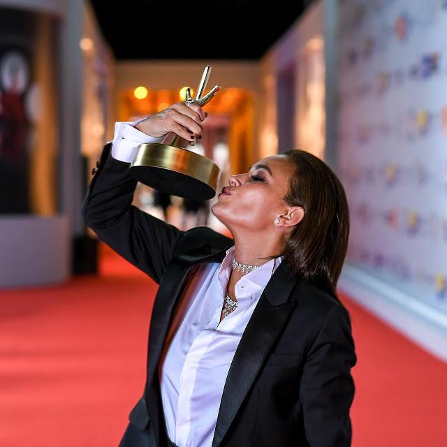 هند صبري تحتفل بحصدها جائزة أفضل ممثلة في مهرجان الجونة
