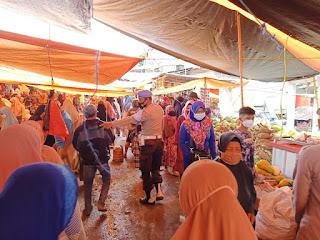 Patroli Pasar Personil Polsek Alla Sampaikan Pesan Kamtibmas Ke Pedagang
