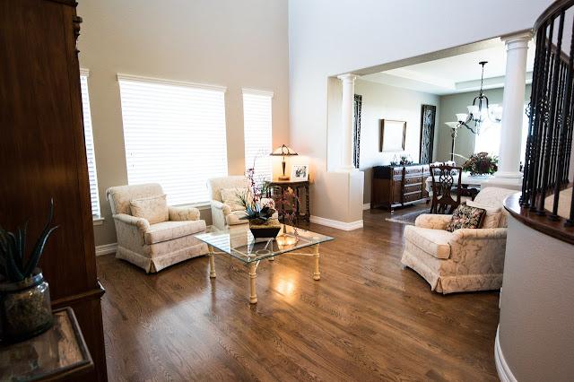 Dekorasi Ruang Tamu dengan Ruang Keluarga