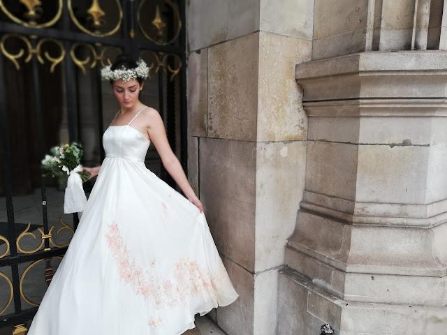 robe réalisée par l'Atelier Ermance, peinte à la main parc l'Atelier D'Ors et de Soie