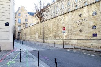 Paris : Fresque Le Bateau Ivre d'Arthur Rimbaud,  la rue Férou éclairée par les mots du poète - VIème