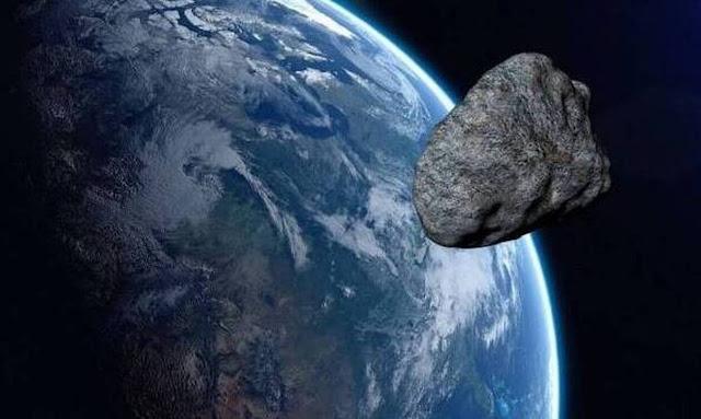 """«Θεός του Χάους»: Τεράστιος αστεροειδής στο μέγεθος του Πύργου του Άιφελ πέρασε """"κοντά"""" από τη γη (βίντεο)"""