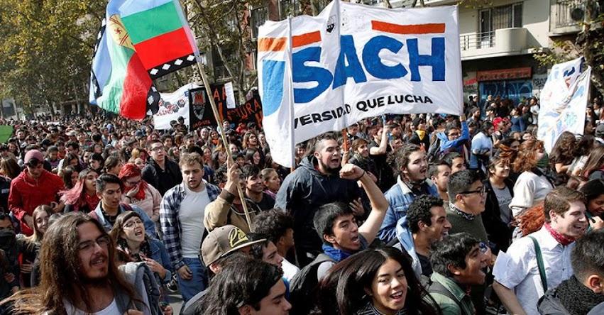 Estudiantes de Chile marchan para exigir el fin del endeudamiento escolar