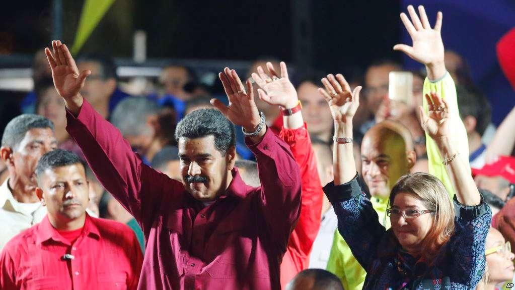 Maduro y sus acólitos tras conocer los resultados del CNE el domingo / AP