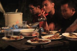 Tim makan malam bersama
