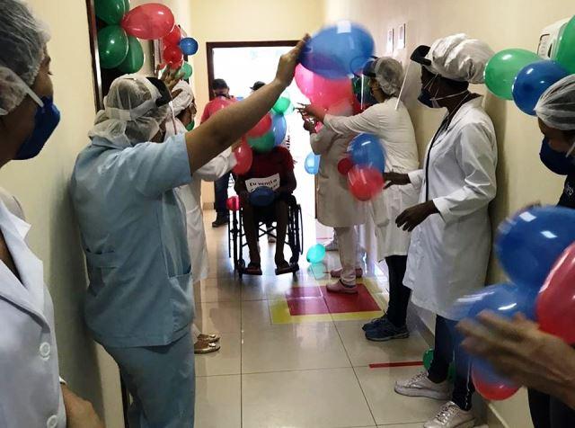 Ótima notícia! Pacientes recuperados da Covid-19 são recebidos com festa em Brumado