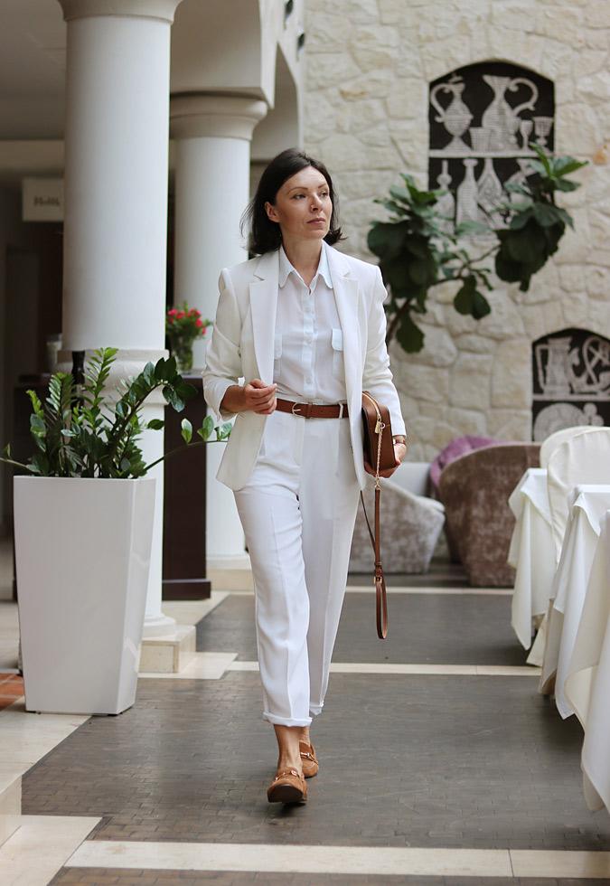 Białe spodnie jak nosić