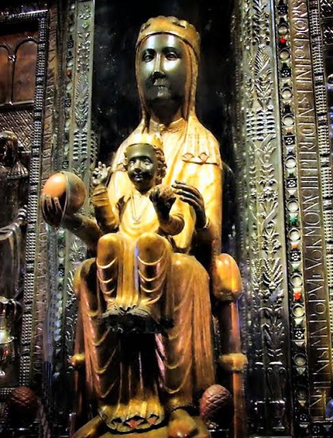 Moreneta-Manastirea-Montserrat-Barcelona-blog-FOTO-IDEEA