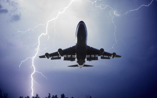 Pesawat Tersambar Petir. Apa yang Akan Terjadi?