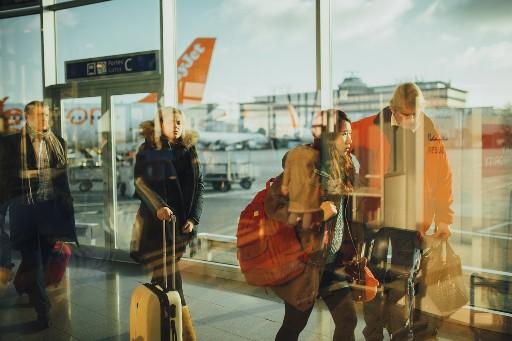 kegiatan saat transit di bandara