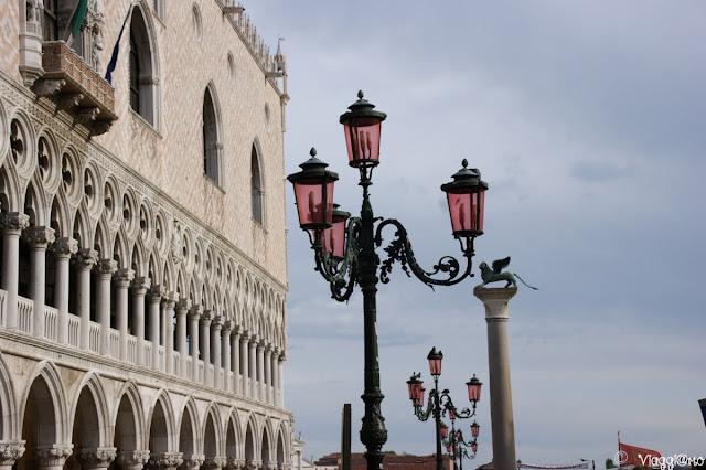 La facciata del Palazzo Ducale a Venezia