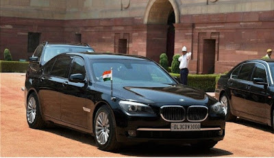 वाहन पर भारतीय तिरंगा फहराने की अनुमति कौन से व्यक्तियों को है?