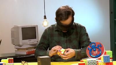 Recordista em solucionar cubo mágico vendado  (Foto: Divulgação/SBT)