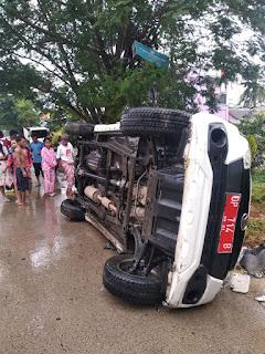 Diduga Akibat Jalanan Licin, Mobil Sekwan Barru Alami Lakalantas