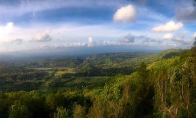 View Puncak Becici arah Utara ke Candi Prambanan.