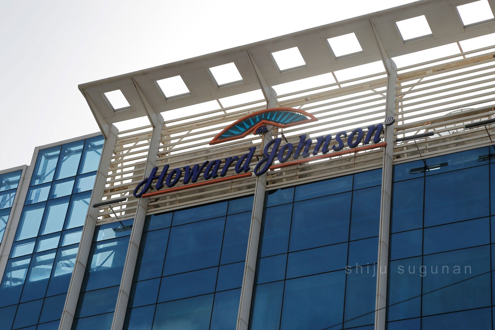 Howard Johnson Bangalore, a part of Wyndham Hotel Group offers free Wi-Fi connectivity, a well equipped Gymnasium, Executive Lounge and Meeting rooms, Spa and Sauna facility and a gleaming azure outdoor swimming .