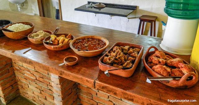 Almoço típico tropeiro no centro esportes de natureza Ninho do Corvo, Paraná