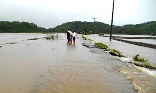 Terendam Banjir,  Perekonomian Warga Peras Ikut Lumpuh