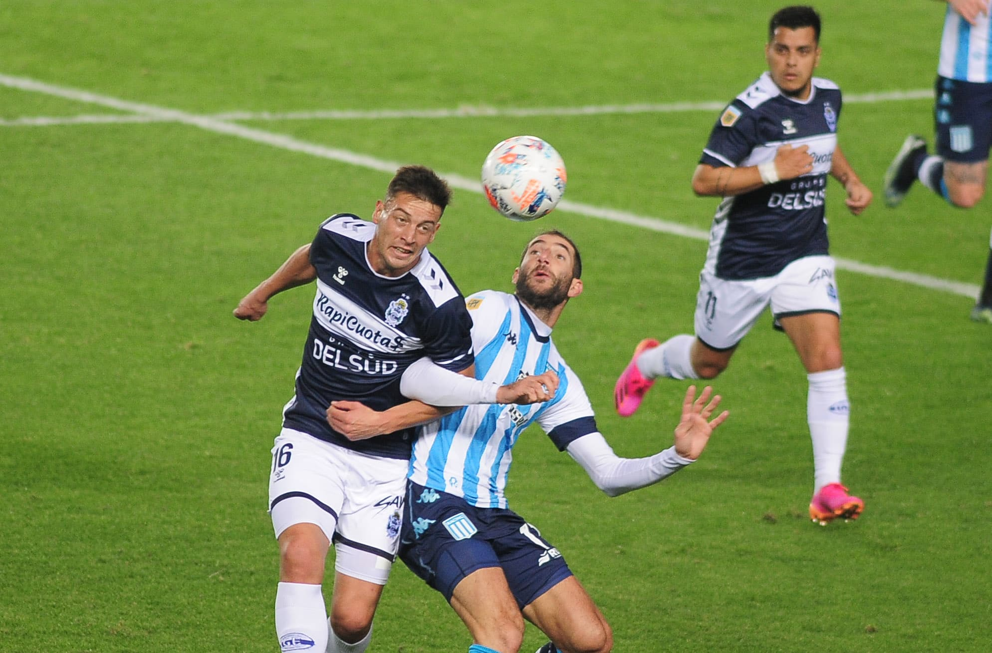 Racing y Gimnasia igualaron 0-0 en Avellaneda