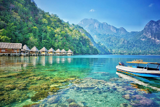 Resort Atas Laut, Segi Lain Pantai Ora