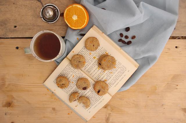 Cuillère et saladier : Biscuits semoule, raisins et fleur d'oranger