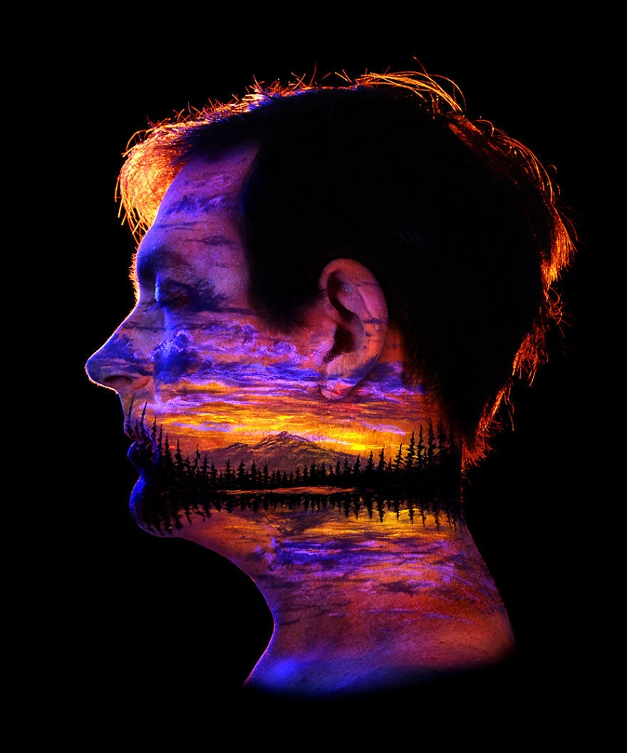 02-John-Poppleton-Body-Painting-turns-into-Body-Scapes-in-the-Dark-www-designstack-co