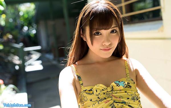 bat-duoc-be-arina-hashimoto-khoe-lon-giua-rung