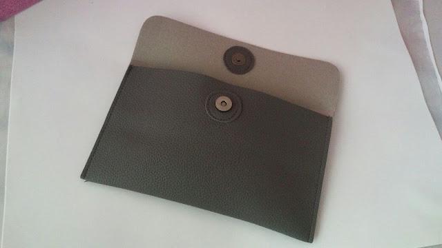 Bolsa de ombro em couro texturizado