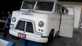 ambulance gajah putih