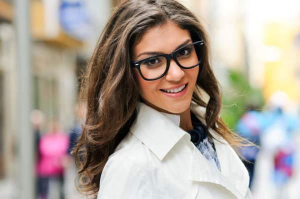 Bagi Anda yang perlu menggunakan kacamata untuk pertama kali Soal Kacamata : Pilih Nyaman atau Gaya ?