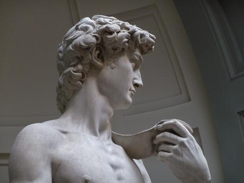 Detalle del rostro de El David de Miguel Ángel Buonarroti en la Galería de la Academia de Florencia; foto en blanco y negro