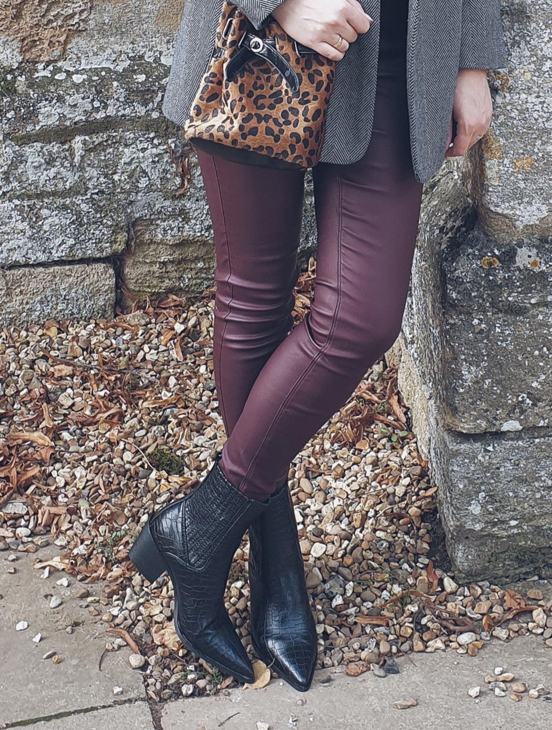 Woskowane spodnie & kowbojki czyni jesienny casual