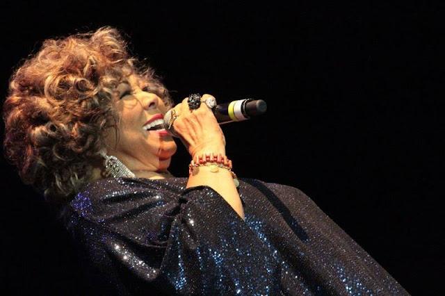 No último sábado (7/3), a Virazóm trouxe para o Centro de Eventos do RibeirãoShopping, a cantora Alcione