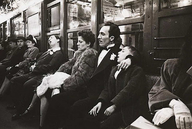 1946 subway sleepy riders in a photograph
