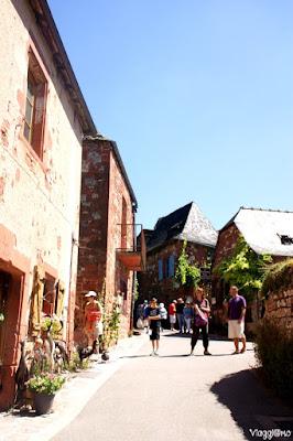 Una delle vie del villaggio di Collonges la Rouge