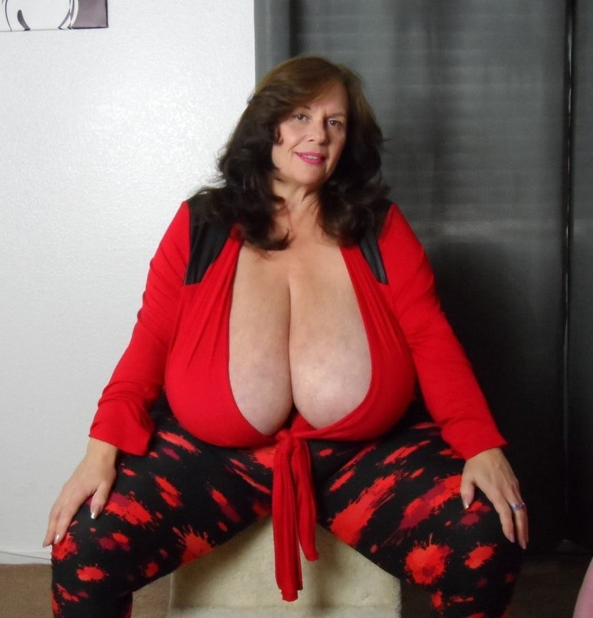 tette enormi, tette giganti, big natural tits, big boobs, cicciona,