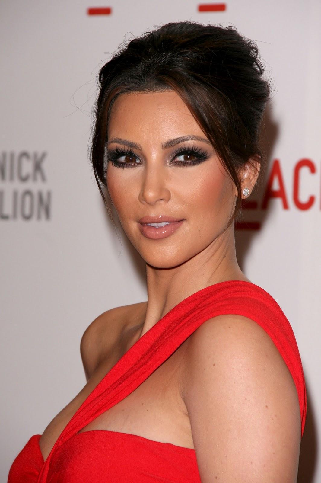Y Durrani Kim Kardashian The Sizzling Red Beauty