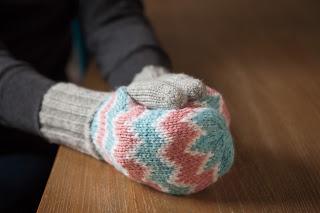 zigzag, mittens, yarn, pattern, knitting, pink, blue, white, gray, colorwork