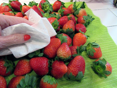 http://www.babyboomerblogger.com/2017/02/chocolate-coverted-strawberries.html