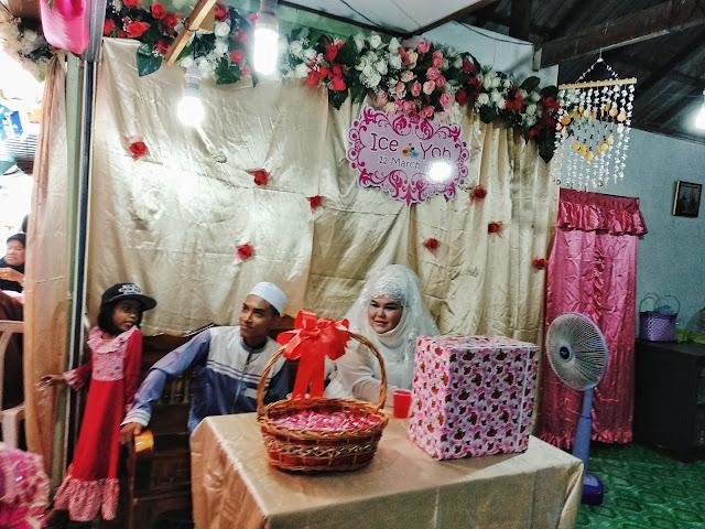 Kebetulan ada kenduri kahwin masa abang pi tu. Simple ja perkahwinan mereka  di perkampungan nelayan Koh Panyee ni. Pengantin perempuan orang Koh Panyi. ab5c82118d