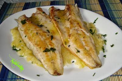 Lubinas a la plancha en salsa de ajo y aceite cocina - Salsa para ternera a la plancha ...