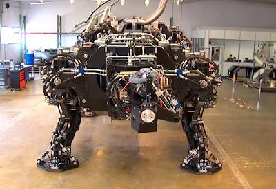 Tradinno - maior robô do mundo sendo construído