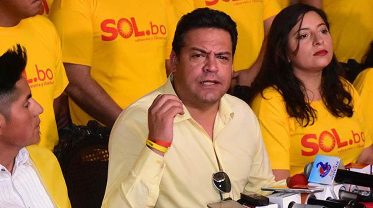 Revilla firmó pacto con Carlos Mesa para las elecciones de octubre de 2019 / WEB