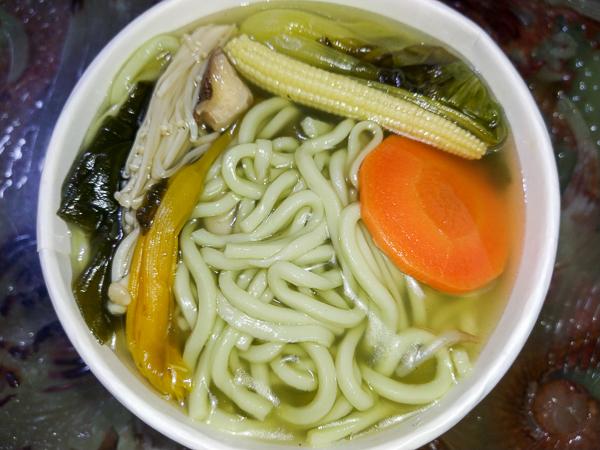台中大里東榮素食美味小吃,蚵仔煎香椿餅,還有營養的蔬菜拉麵