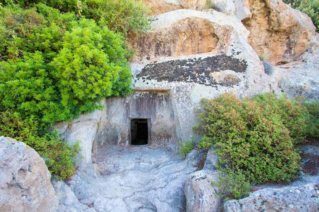 Necropoli di Montessu-Tomba a pozzetto