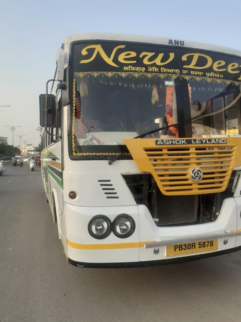 परिवहन विभाग की बड़ी कार्रवाई; बिना टैक्स चल रही निजी कंपनियों की 15 बसें ज़ब्त