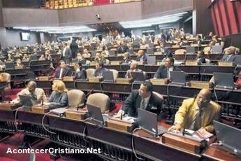 Legisladoras dominicanas rechazan matrimonio homosexual
