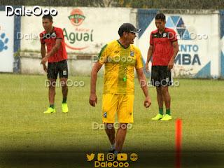 Mauricio Soria dirigió la última práctica de Oriente Petrolero de cara al duelo con Guabirá bajo la lluvia - DaleOoo