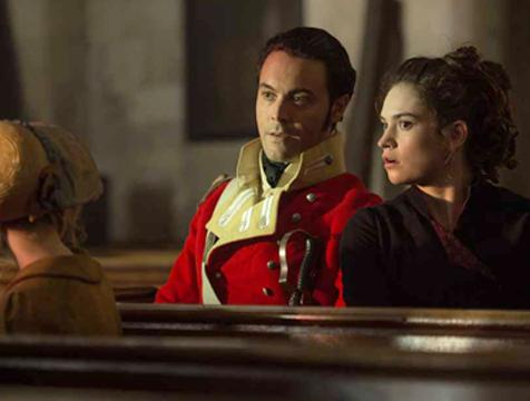 Wickham (Jack Huston) y Elizabeth Bennet (Lily James) en Orgullo y prejuicio y zombis - Cine de Escritor